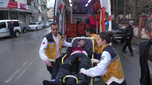 Yaralıyı Ambulansa Böyle Taşıdılar