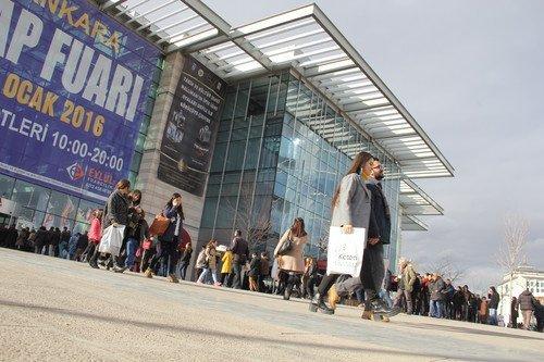 Ankaralılar Kitap İçin Kuyruk Oldu