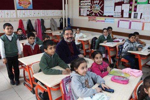 Yazar Ahmet Ümit Mezun Olduğu Okula Gitti, 45 Yıllık Anılarını Tazeledi