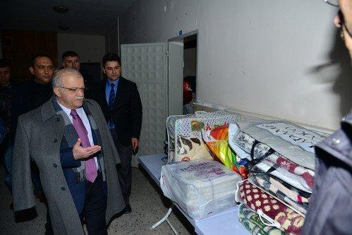 Vali Şentürk: Bayır-Bucak Türkmenleri İçin Vatandaş Sırtındaki Montu Veriyor
