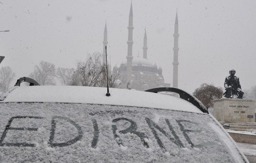 Edirne'de Kar Yağışı Etkili Oluyor