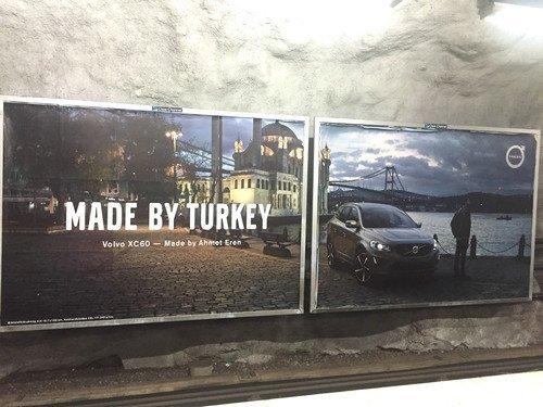 """Volvo'nun """"Türkiye Yaptı"""" Reklamı İsveç'te Billboardları Süslüyor"""