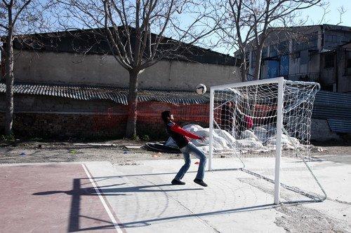 """""""Galatasaray"""" Formalı Mülteciler, IOC Başkanı Bach ile Futbol Oynadı"""