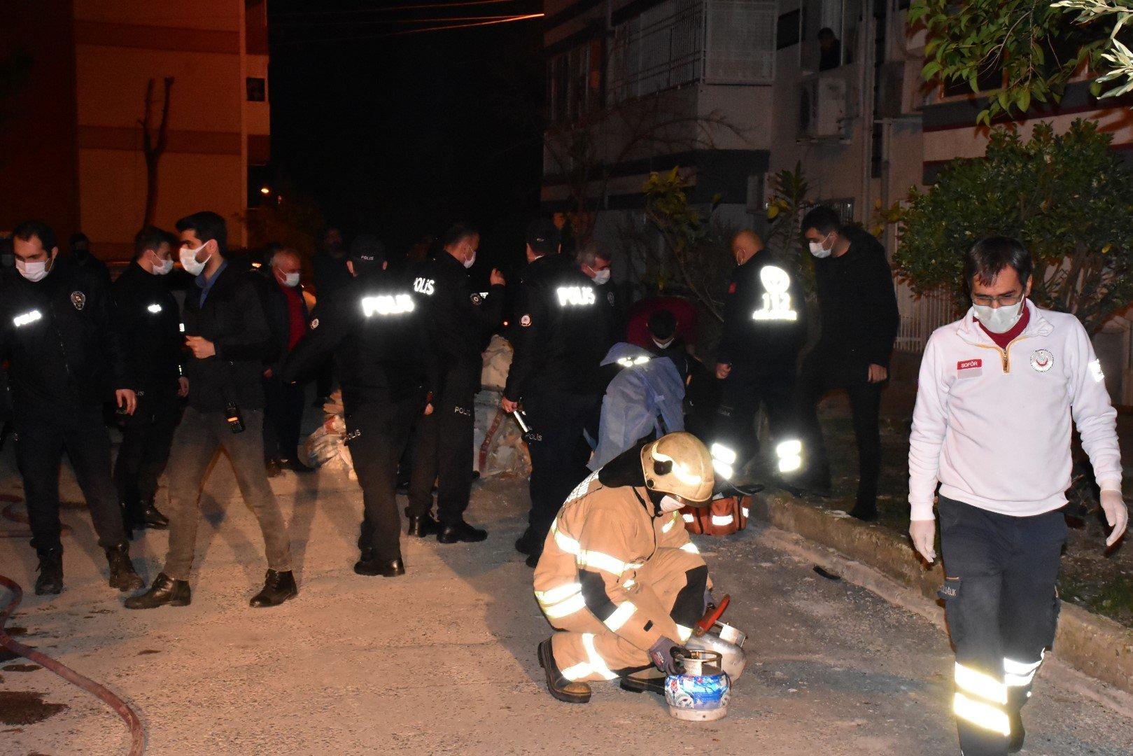 İzmir'de hem bir intiharın hem de muhtemel bir kadın cinayetinin önüne geçildi