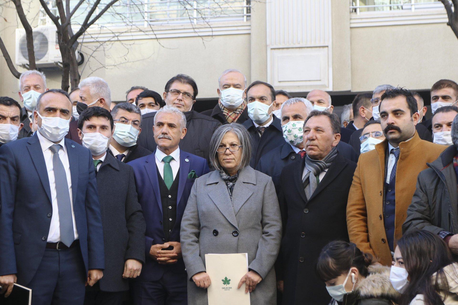 Gelecek Partisi il başkanları saldırıya uğrayan Özdağ için Ankara'ya çırakma yaptı