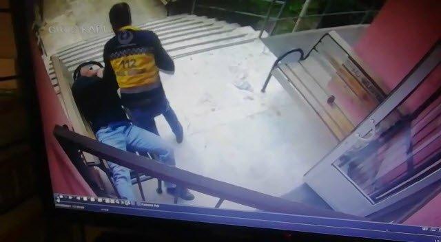 İzmir'de sağlıkçılara küfür eden şahıs ettiği küfre bin pişman oldu