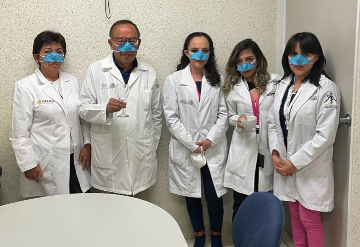 Yemek yerken de koronavirüsten koruyan maske ürettiler