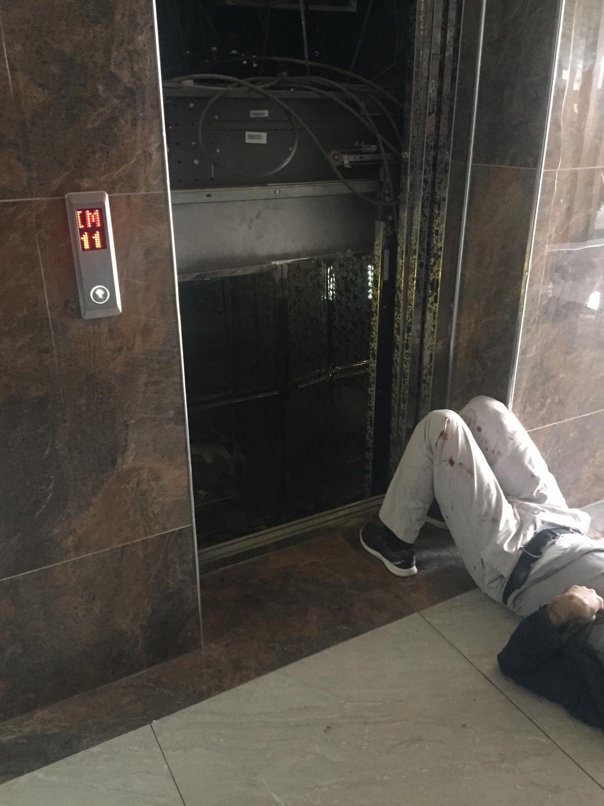 Baba ve küçük oğlu 11. kattan düşen asansörden mucize eseri kurtuldu